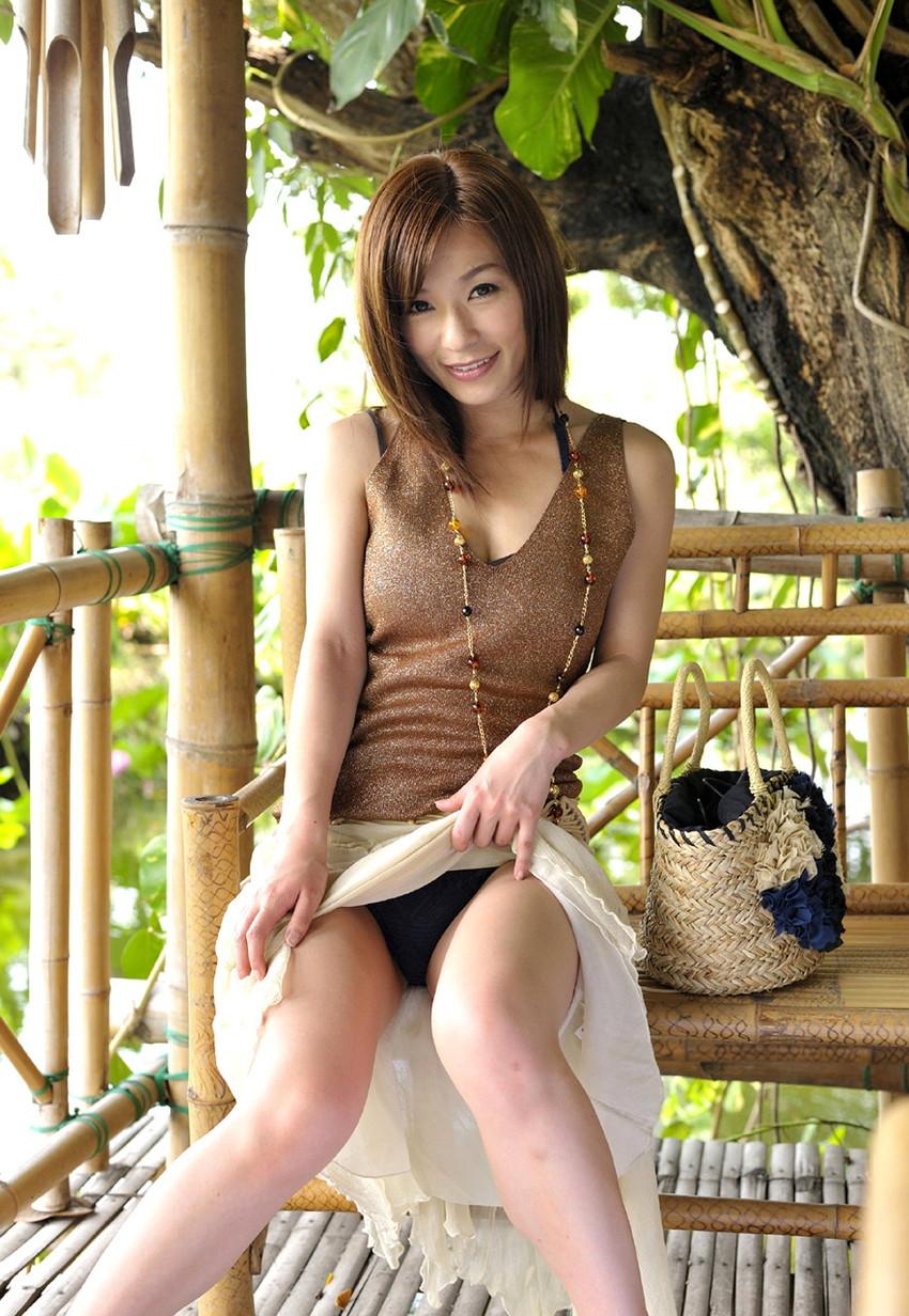 【セルフパンチラエロ画像】女の子にこんな風に誘われたら、ワイ堪らんぞ!www 30