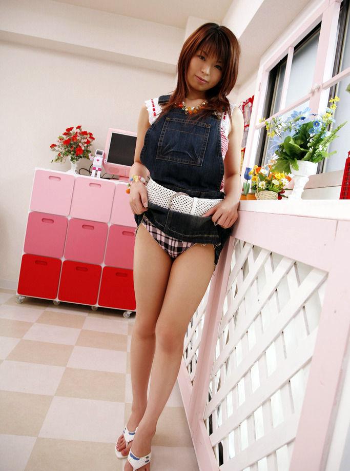 【セルフパンチラエロ画像】女の子にこんな風に誘われたら、ワイ堪らんぞ!www 70
