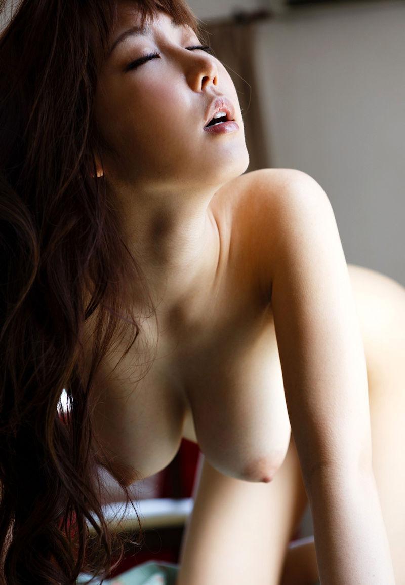 【四つん這いエロ画像】バックからハメて欲しそうな女のエロ画像集めたった! 28