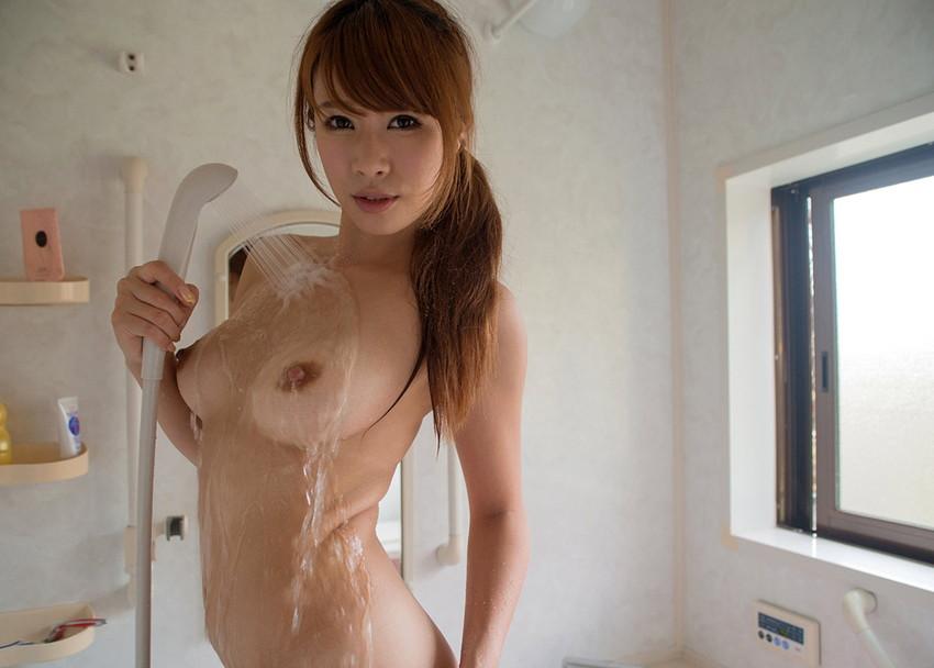 【シャワーエロ画像】寒い日にはシャワーで温まるのが一番!女の子全裸シャワーシーン 02