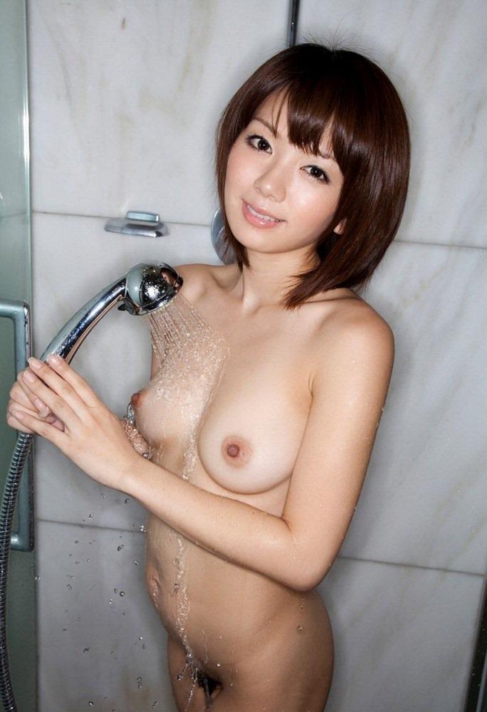 【シャワーエロ画像】寒い日にはシャワーで温まるのが一番!女の子全裸シャワーシーン 44