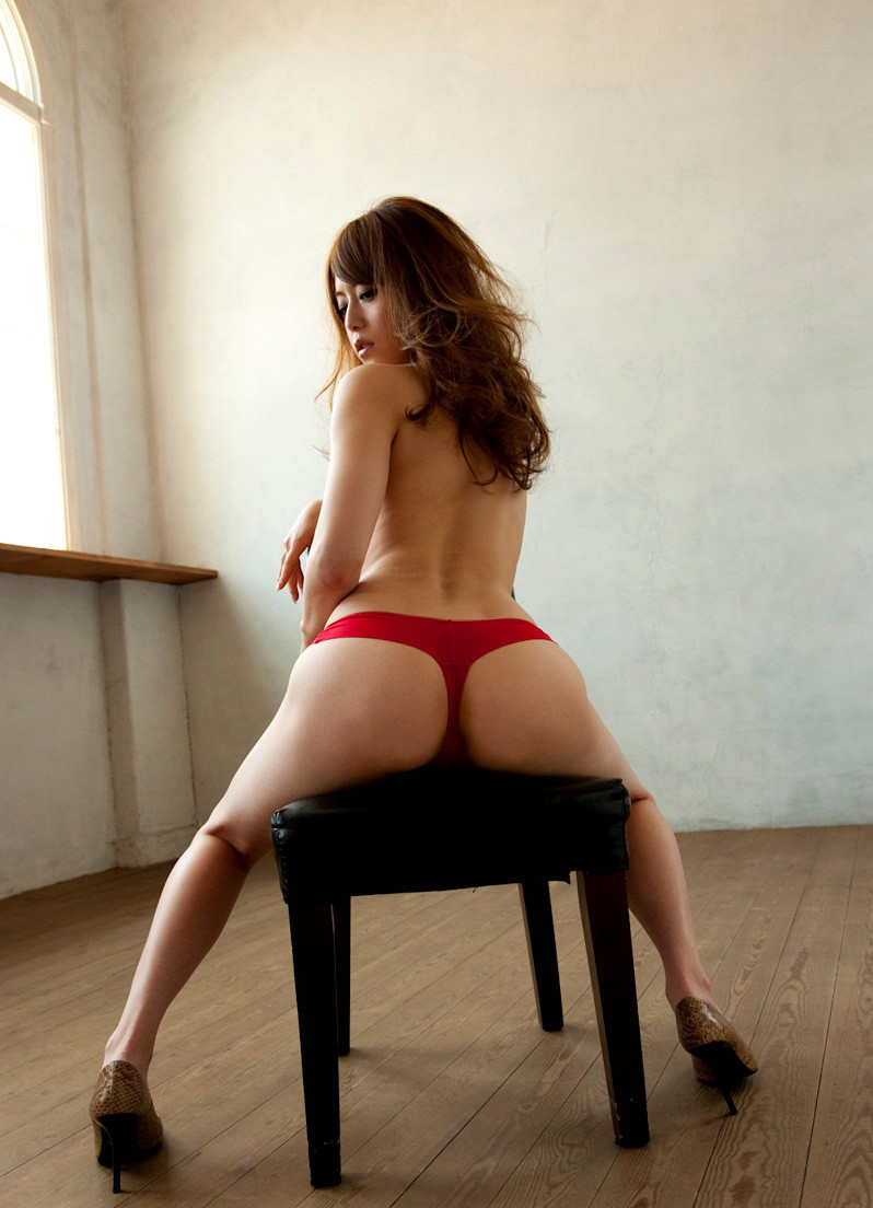 【Tバックエロ画像】セクシー系の代表的な女性下着といったらTバックだよな!? 24