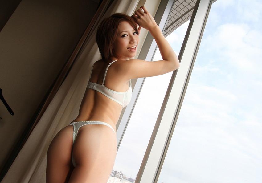 【Tバックエロ画像】セクシー系の代表的な女性下着といったらTバックだよな!? 27