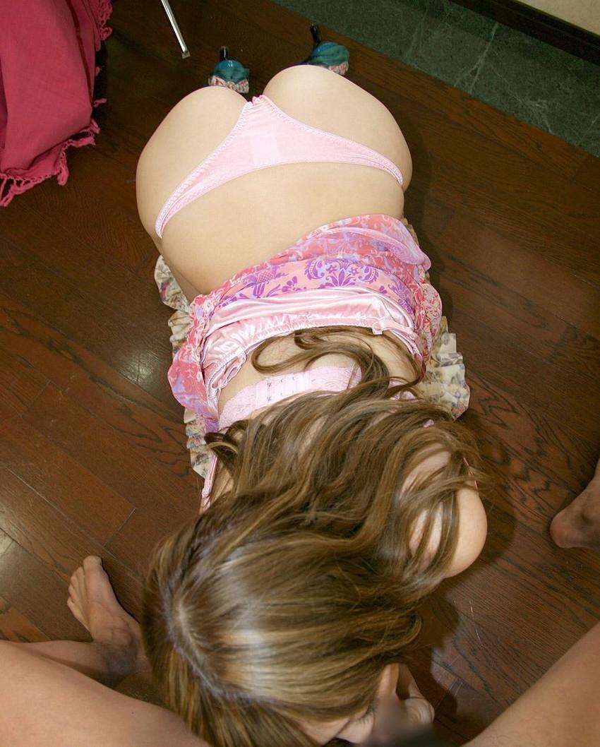 【着衣フェラチオエロ画像】着飾ったままの女の子がチンポ咥えてフェラチオ奉仕 03