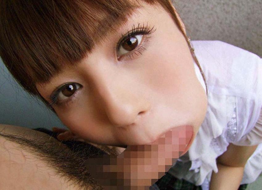 【着衣フェラチオエロ画像】着飾ったままの女の子がチンポ咥えてフェラチオ奉仕 15