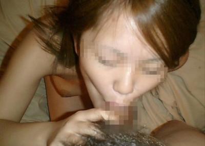 【素人フoラ画像】彼氏のチ○ポをしゃぶる素人娘…全世界に晒された恥辱極まりないフoラ顔画像(画像15枚)