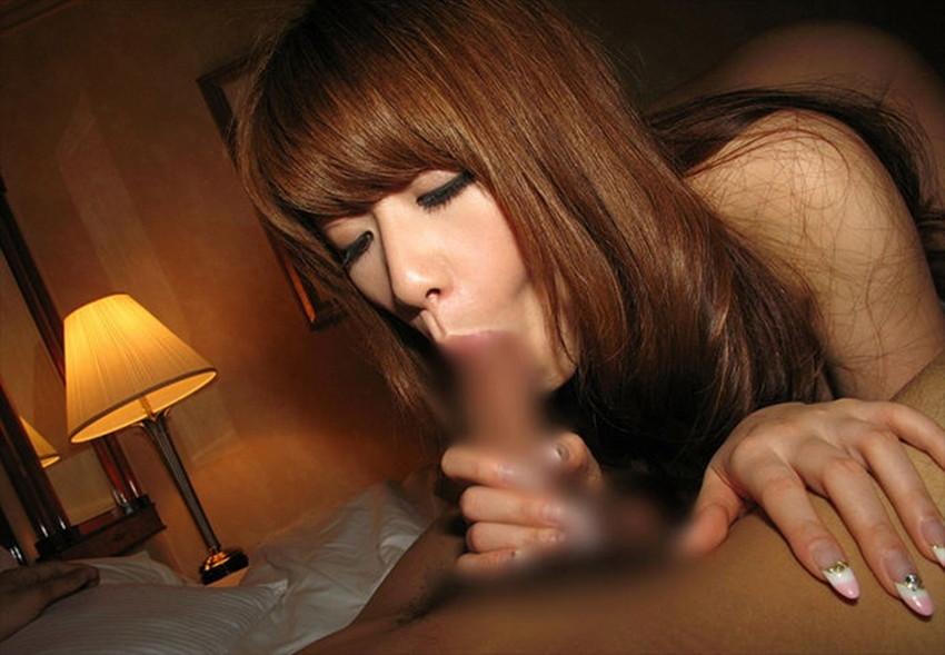【全裸フェラエロ画像】素っ裸の女の子がチンポ咥えてフェラチオ奉仕! 34