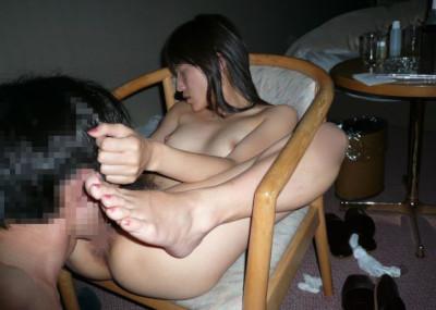彼女の膣口からクリ○リスを舐め上げるク○ニ画像