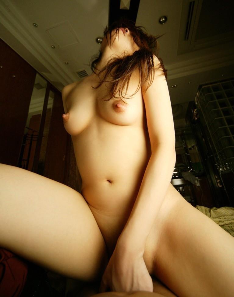 【騎乗位エロ画像】女の子に積極的にセックスをリードさせやすい体位がこちらw 50