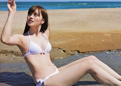 【ビキニエロ画像】夏はとっくに過ぎたけどビキニ女子を愛でようずww