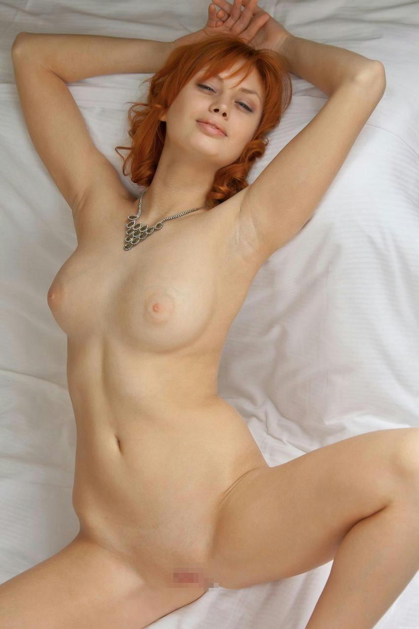 【海外女性エロ画像】海外女性のオマンコ丸見えポーズに勃起不可避! 17