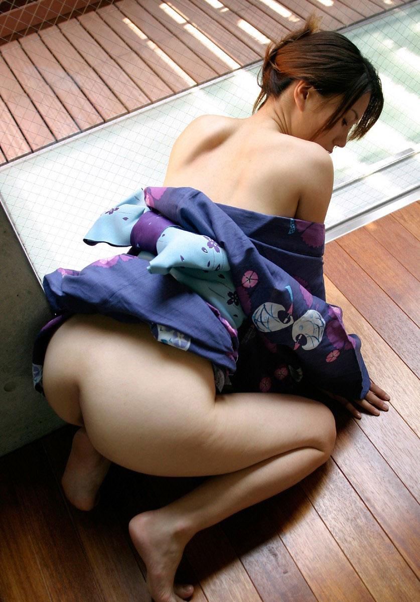 【和服エロ画像】和服姿のエロスにフル勃起不可避!日本人でよかったぜwwww 19