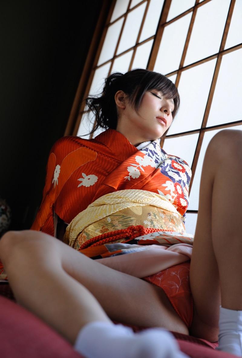 【和服エロ画像】和服姿のエロスにフル勃起不可避!日本人でよかったぜwwww 56