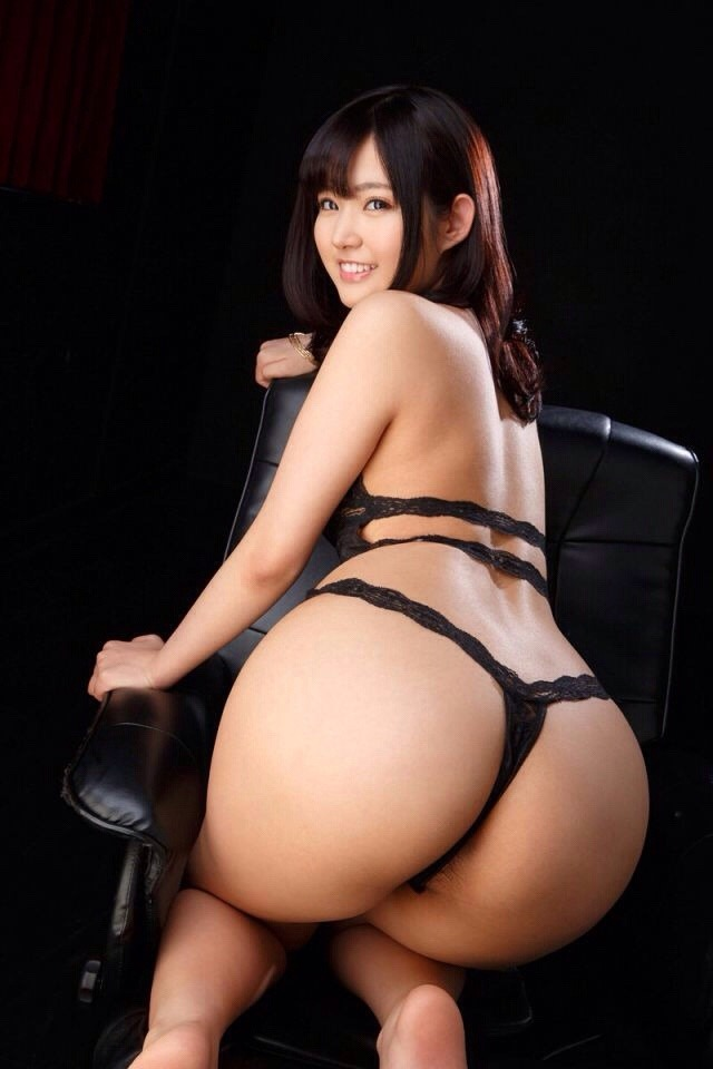 【Tバックエロ画像】お尻フェチのアナタにも必見のTバック着用の女の子! 05