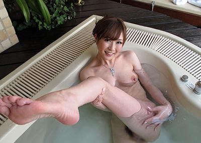 【入浴エロ画像】入浴中ならどんなに恥ずかしがりやな女の子だって全裸だろ!