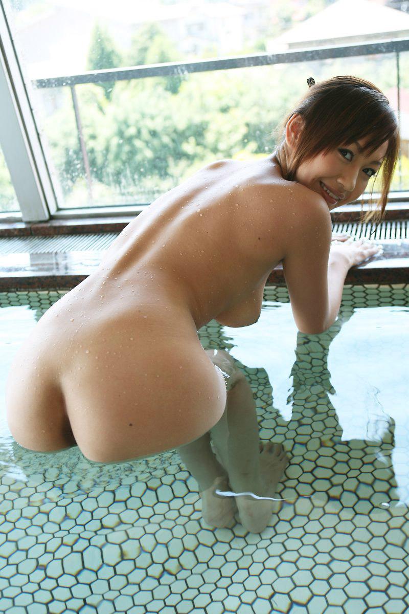 【入浴エロ画像】入浴中ならどんなに恥ずかしがりやな女の子だつて全裸だろ! 14