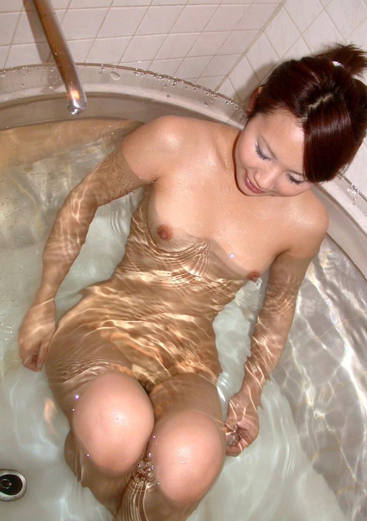 【入浴エロ画像】入浴中ならどんなに恥ずかしがりやな女の子だつて全裸だろ! 23