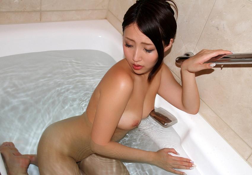 【入浴エロ画像】入浴中ならどんなに恥ずかしがりやな女の子だつて全裸だろ! 25
