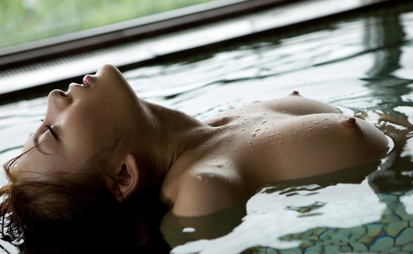 【入浴エロ画像】入浴中ならどんなに恥ずかしがりやな女の子だつて全裸だろ! 39