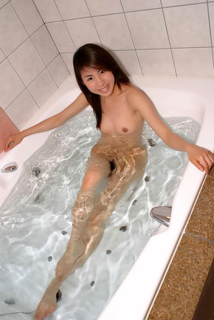【入浴エロ画像】入浴中ならどんなに恥ずかしがりやな女の子だつて全裸だろ! 53