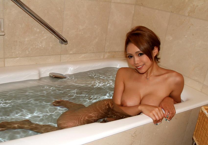 【入浴エロ画像】入浴中ならどんなに恥ずかしがりやな女の子だつて全裸だろ! 58