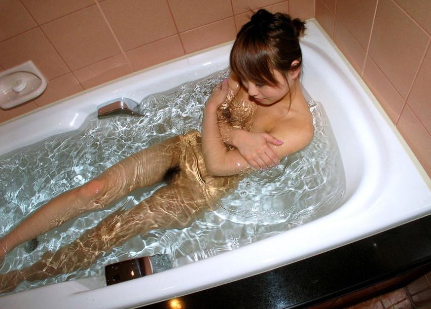 【入浴エロ画像】入浴中ならどんなに恥ずかしがりやな女の子だつて全裸だろ! 60