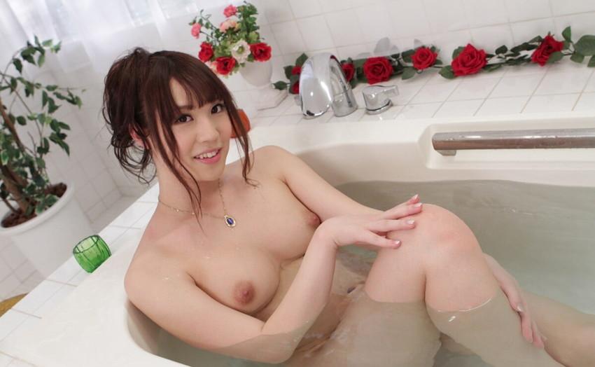 【入浴エロ画像】入浴中ならどんなに恥ずかしがりやな女の子だつて全裸だろ! 64