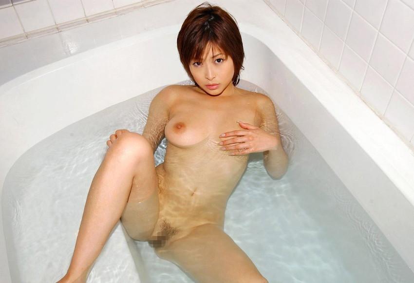 【入浴エロ画像】入浴中ならどんなに恥ずかしがりやな女の子だつて全裸だろ! 65