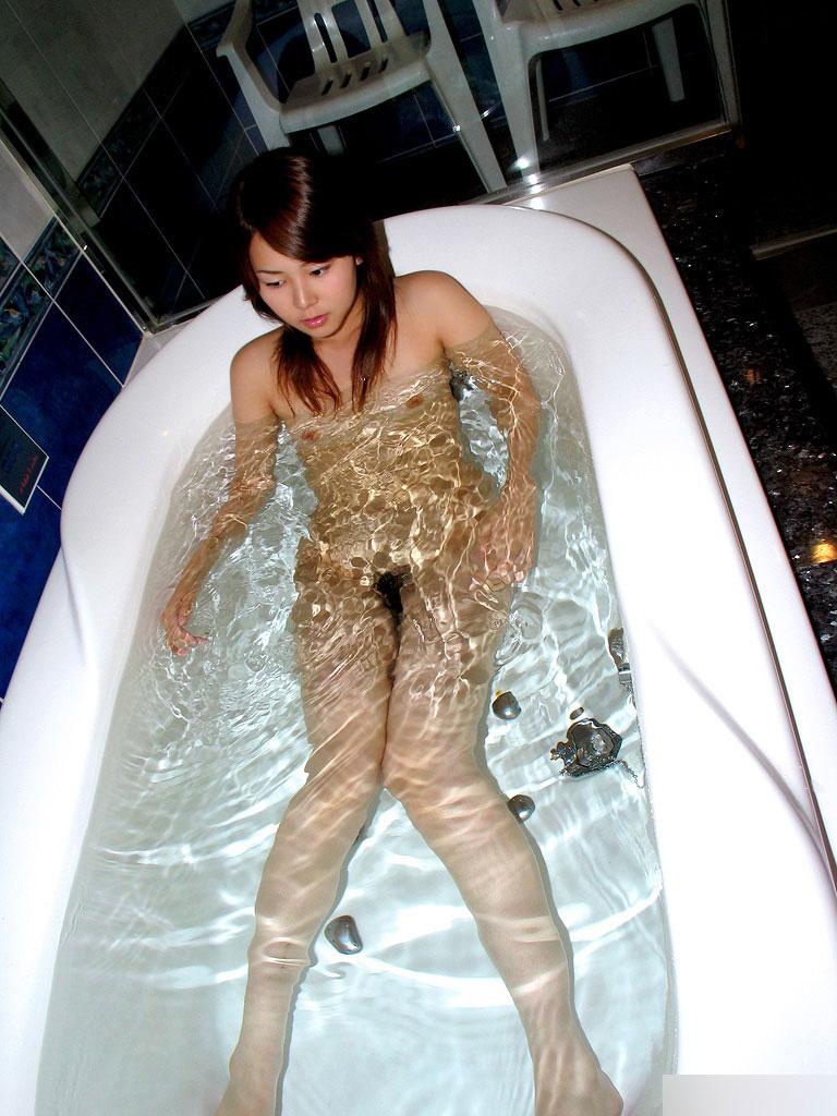 【入浴エロ画像】入浴中ならどんなに恥ずかしがりやな女の子だつて全裸だろ! 73