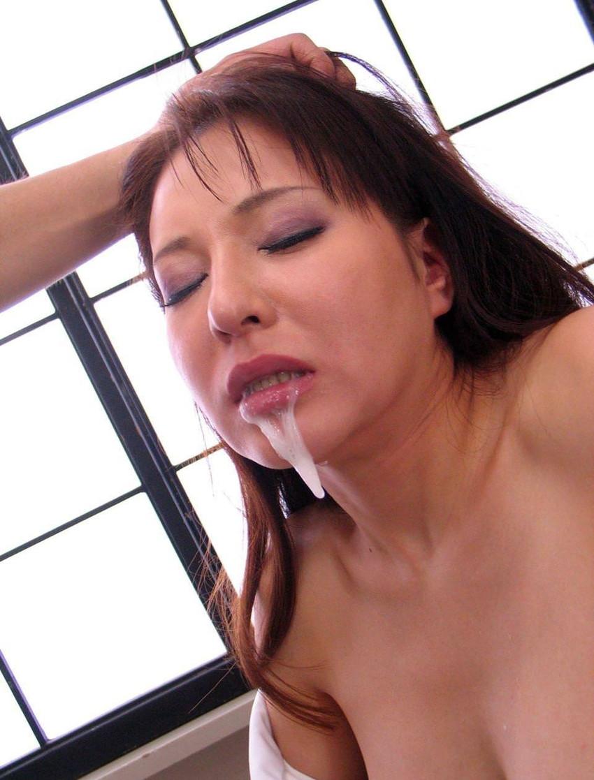 【口内発射エロ画像】女の子の口内にザーメンぶちまけたらめっちゃエロい絵になった! 81