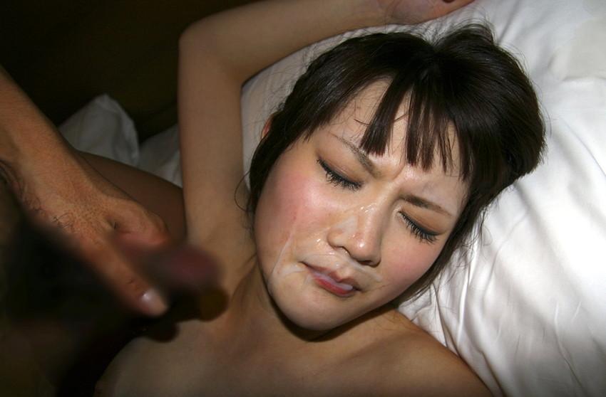【顔射エロ画像】顔射されて顔面ザーメンまみれになった女の子の表情って好き?w 47