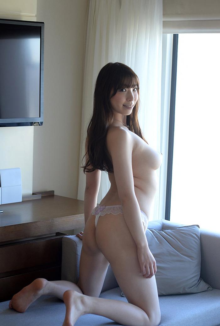 【Tバックエロ画像】男性から支持の高いセクシー系の代表下着といったらTバック! 03