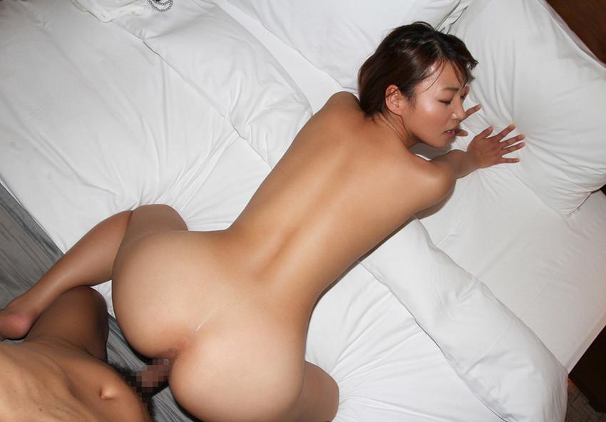 【バックエロ画像】後背位、バックと言われる女の子をお尻側からハメる体位エロすぎw 70