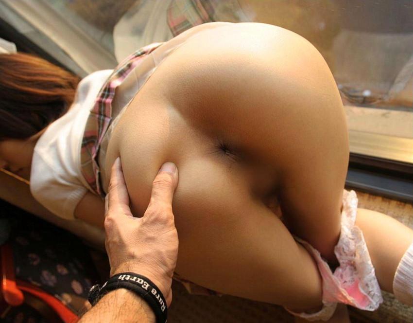 【アナル丸見えエロ画像】これは恥ずかしい!アナルをカメラに見せ付ける女! 23