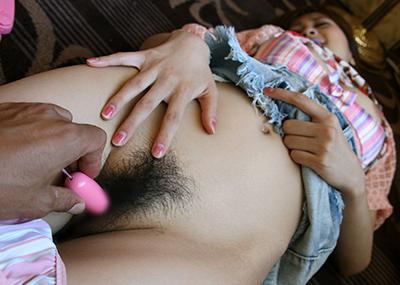 【ローター責めエロ画像】ローターで女の子の股間を責めまくりのローター責め!