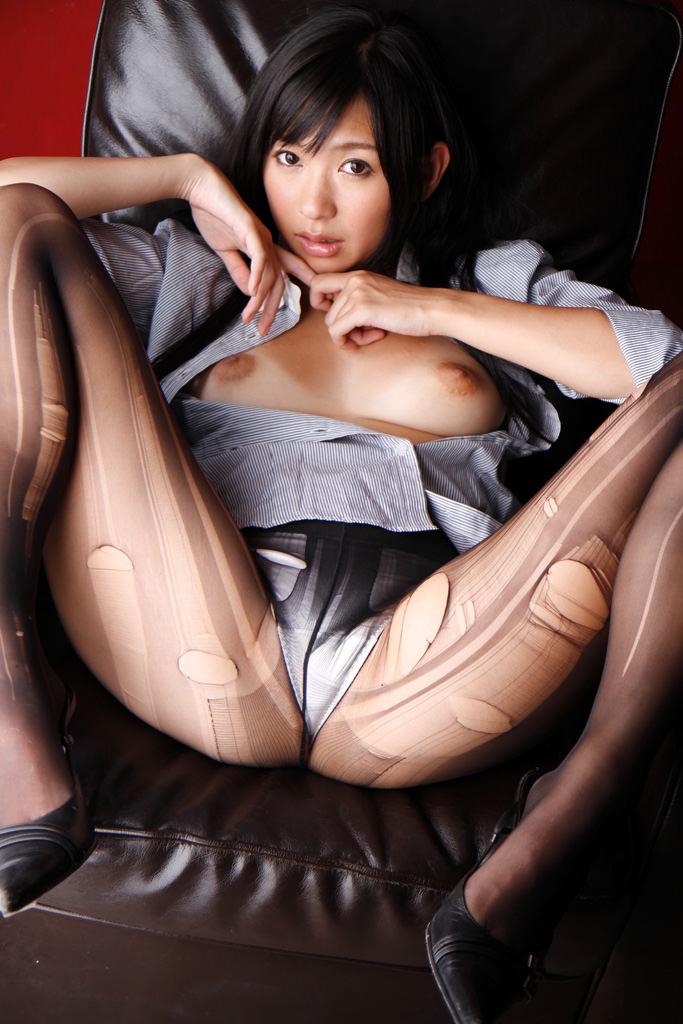 【M字開脚エロ画像】女子に興味があるなら当然女子の股間は見たいよな!?wwww 70