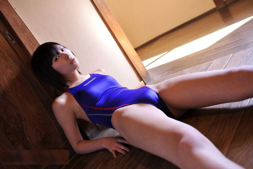 【競泳水着エロ画像】ガチでエロいぞこの水着!これで競泳用だと言うのだから驚き! 17