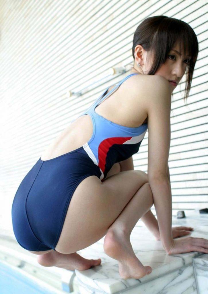 【競泳水着エロ画像】ガチでエロいぞこの水着!これで競泳用だと言うのだから驚き! 18