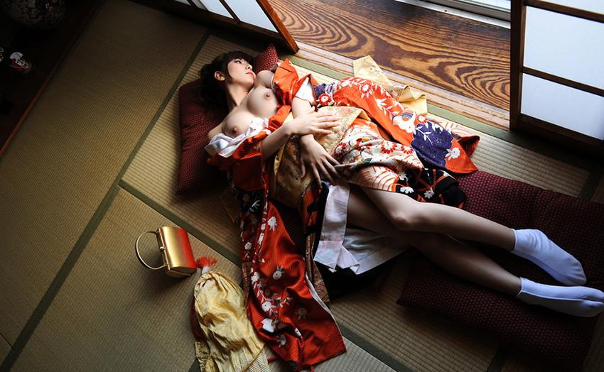 【和服エロ画像】和服姿の女の子のエロスってめちゃめちゃ興奮するよな!? 44