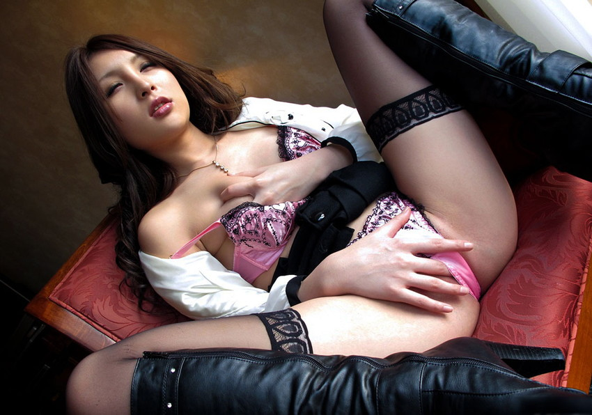 【指オナニーエロ画像】溜まった性欲はオナニーで発散するオナニー女子! 26