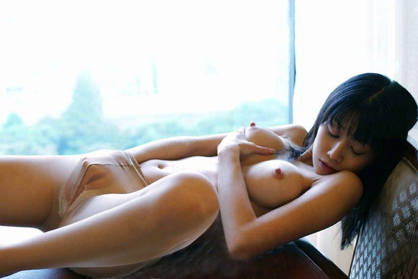 【指オナニーエロ画像】溜まった性欲はオナニーで発散するオナニー女子! 32