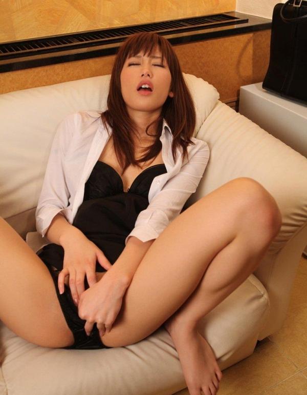 【指オナニーエロ画像】溜まった性欲はオナニーで発散するオナニー女子! 37