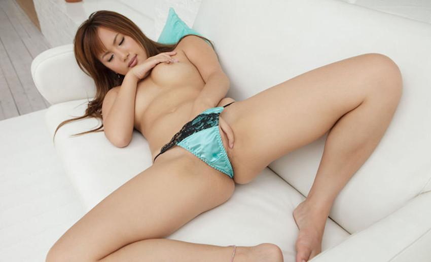 【指オナニーエロ画像】溜まった性欲はオナニーで発散するオナニー女子! 67