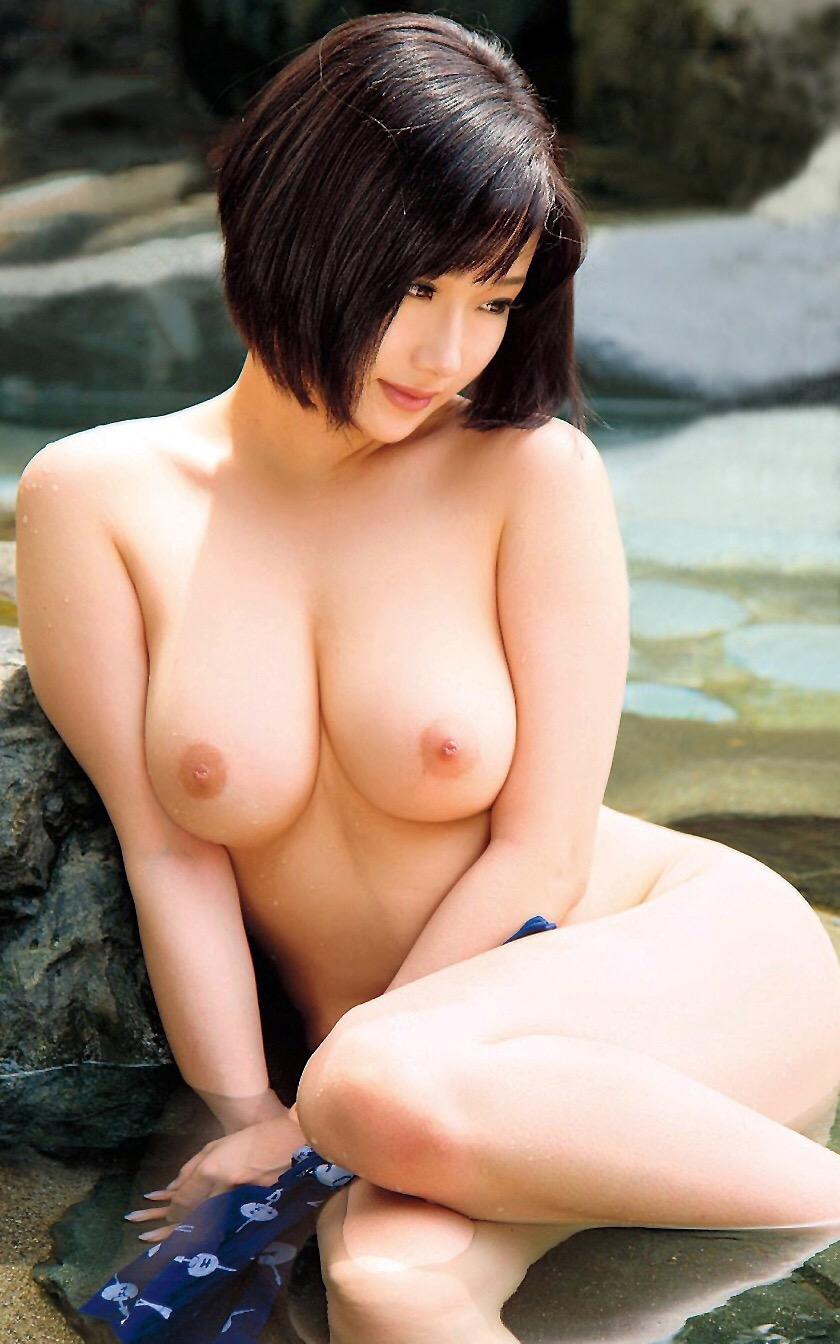 【美乳エロ画像】美しいおっぱいは正義!美乳の女の子のエロ画像集めたった! 50