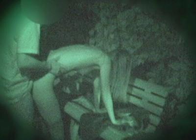 【衝撃】近所の公園で合体してる男女が激写されるwwwwwwwwww(画像36枚)