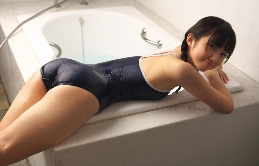 【スクール水着エロ画像】時期はずれでも見たい!スクール水着のマニアック女子! 10