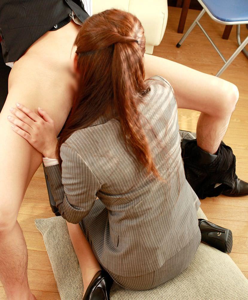 【着衣フェラチオエロ画像】着衣の雰囲気もたっぷり味わえる着衣のままのフェラチオ 11