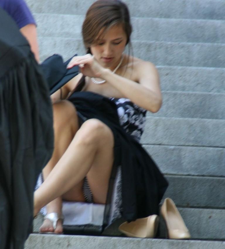 【海外パンチラエロ画像】日本人のパンチラも良いけど海外女子のパンチラも捨てがたい! 27