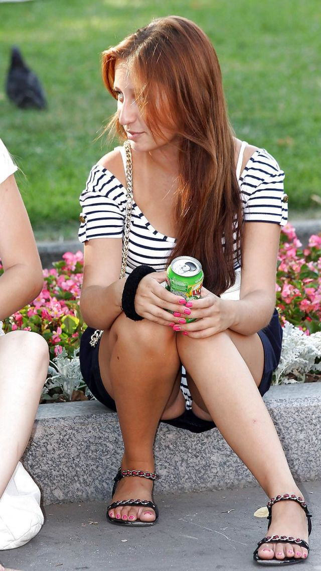 【海外パンチラエロ画像】日本人のパンチラも良いけど海外女子のパンチラも捨てがたい! 81