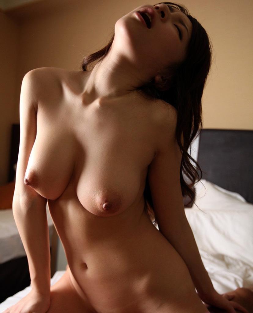 【騎乗位エロ画像】騎乗位という体位はSでもMでも楽しめる優秀なセックスの体位!? 02